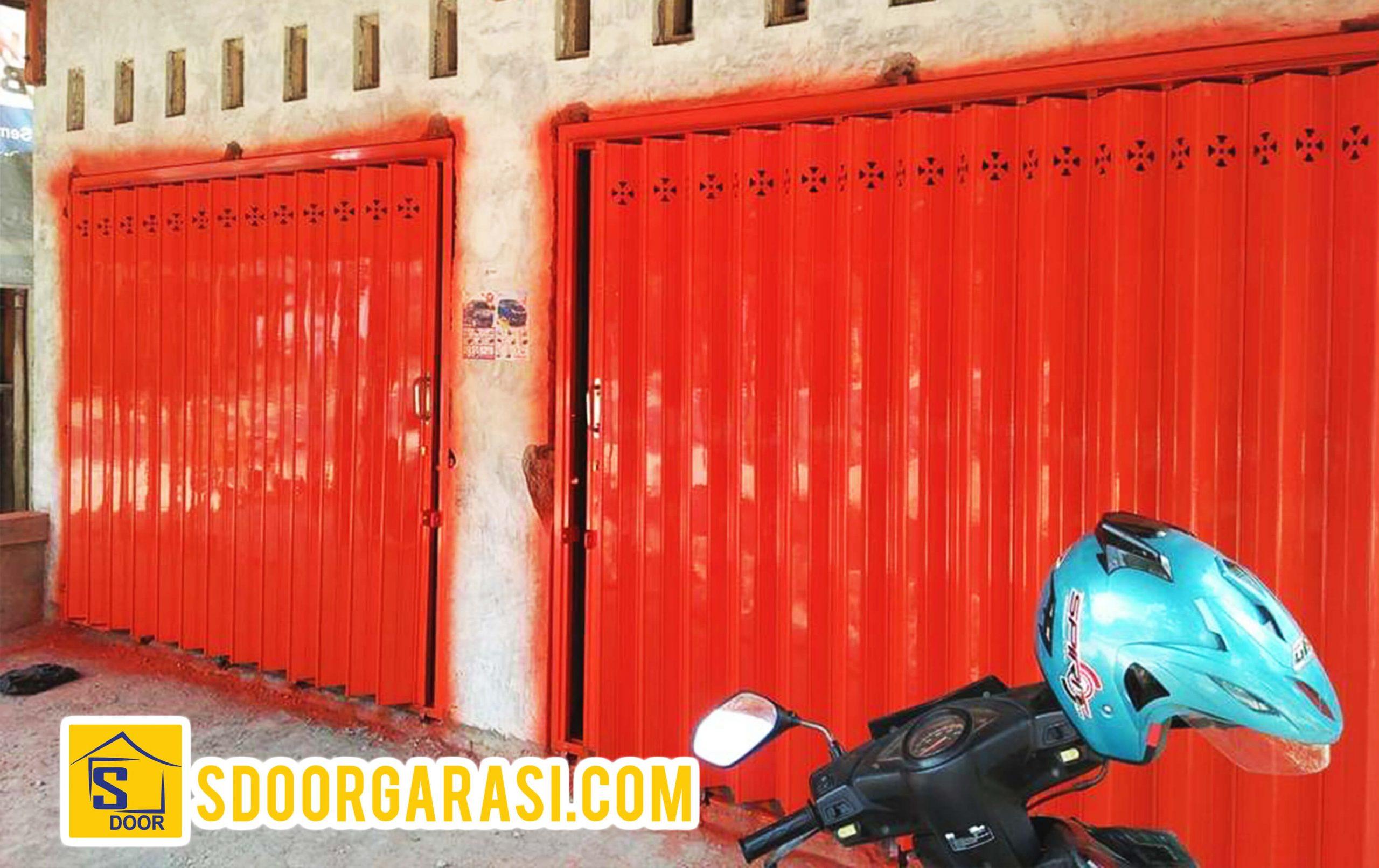 Jasa pemasangan pintu harmonika surabaya warna merah