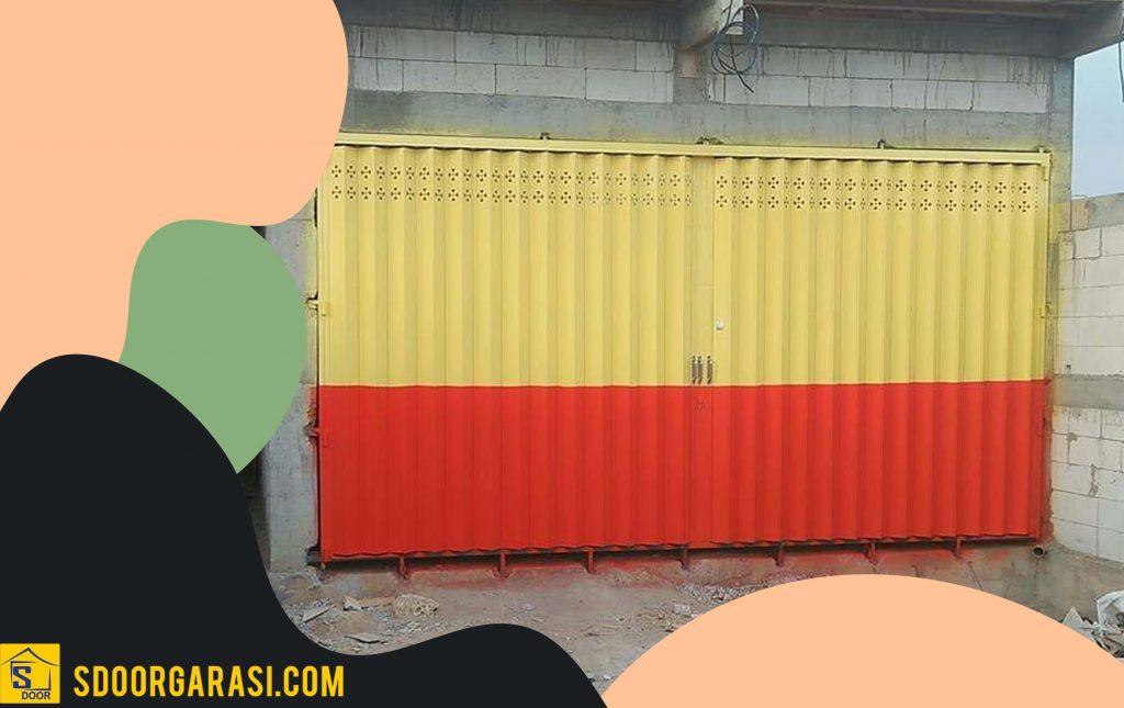 Jasa Pintu Harmonika Gresik ada dua warna kuning dan merah